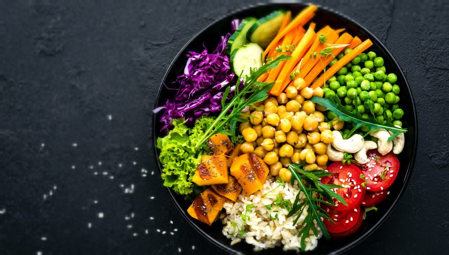 Plato saludable de alimentación de origen vegetal: así debe lucir